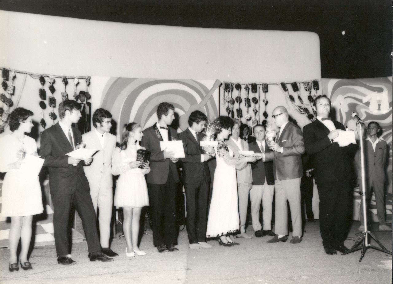 1971 - festivitatea de premiere.jpg