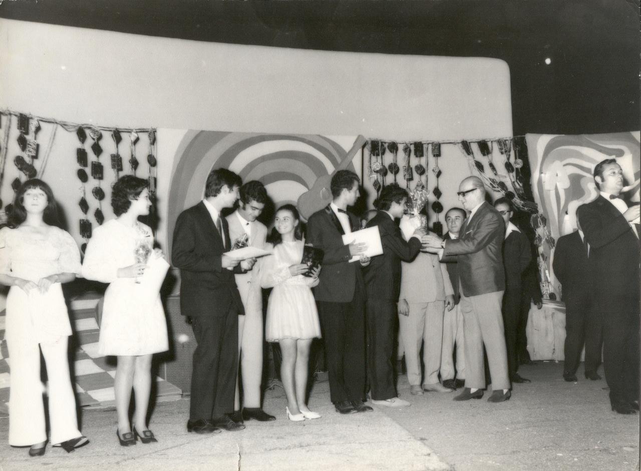 1971 - juriul si premiantii.jpg
