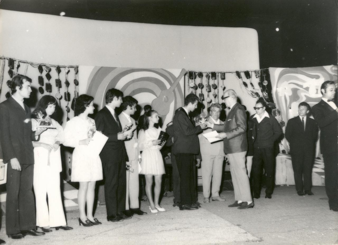 1971 - premiere.jpg