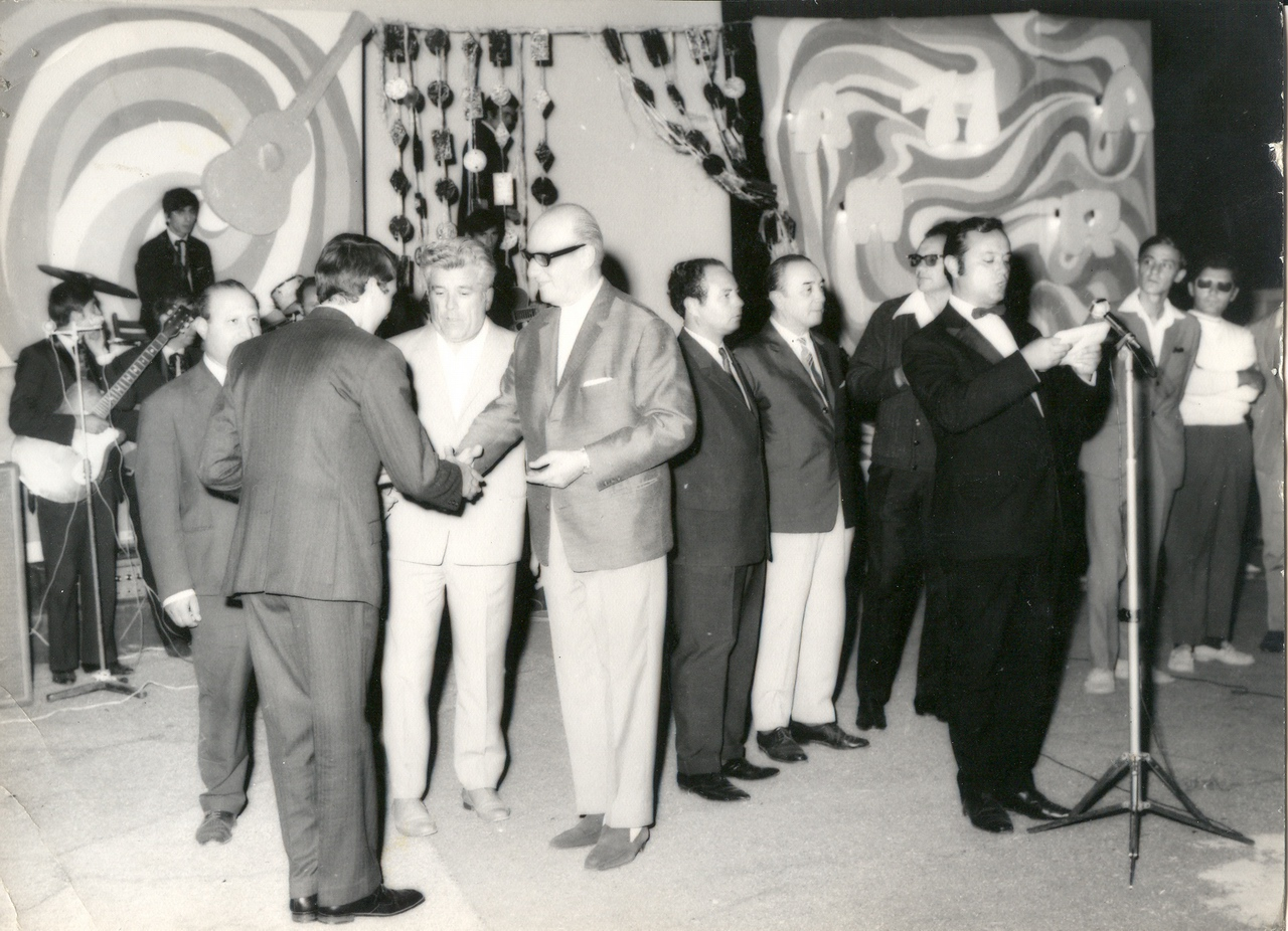 1971 - premierea concurentilor.jpg