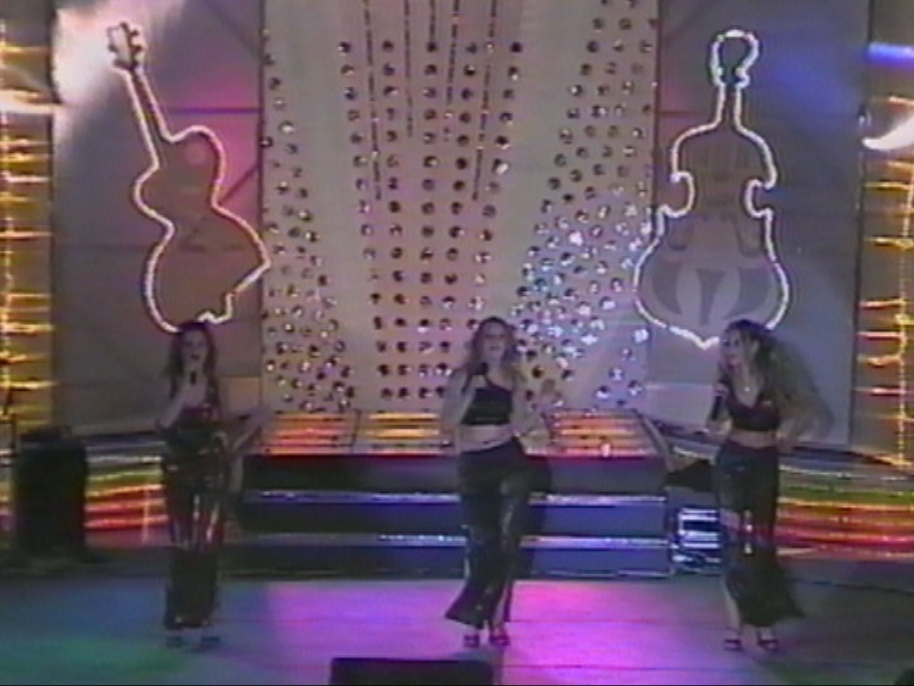 Amara 2001 - Trofeul - Grupul Vox.jpg