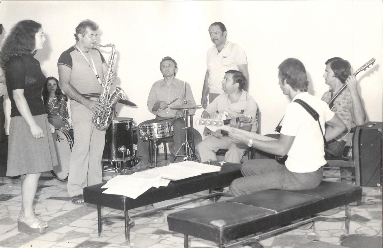 1974 repetitii cu Sile Dinicu si orchestra.jpg