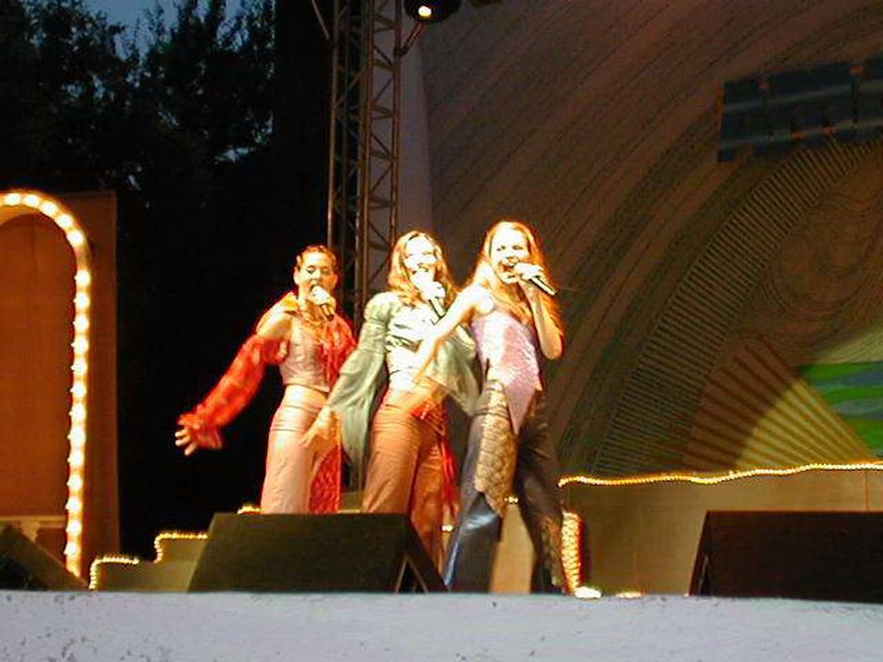 Amara 2002 - Mentiune - Grupul Dolce.JPG