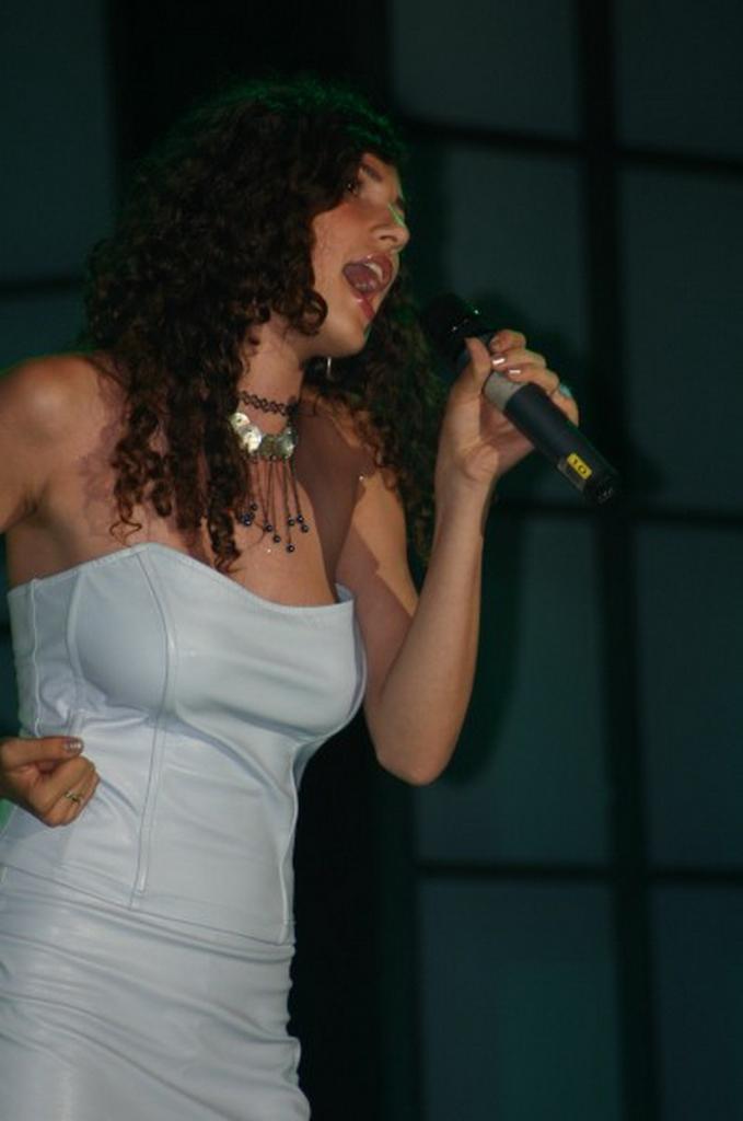 Amara 2005 - Trofeul tineretii - Nicoleta Floroni.jpg