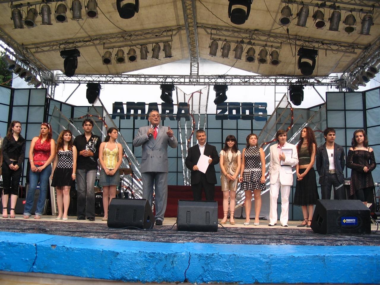 Amara 2006 - Horia Moculescu si concurentii.jpg