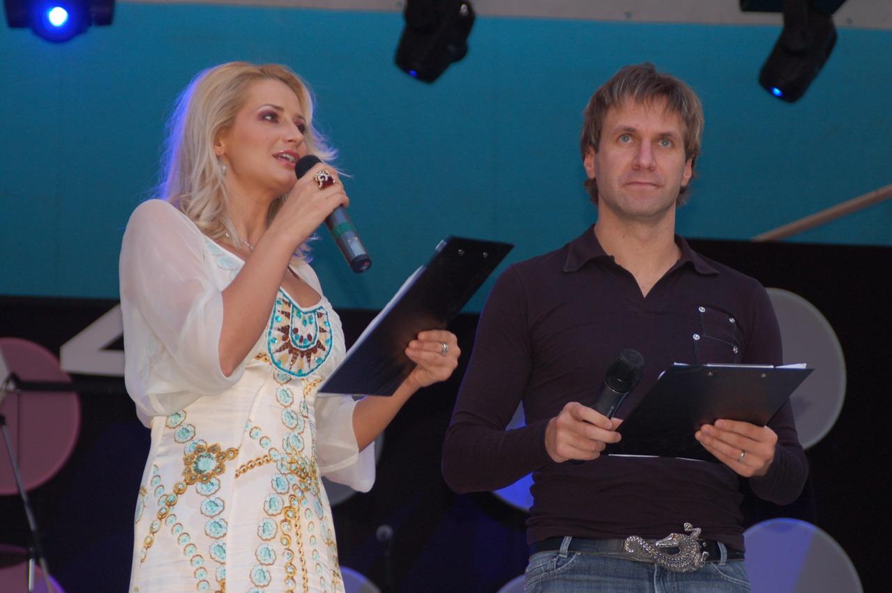 Prezentatori - Julia Jianu si Alin Oprea