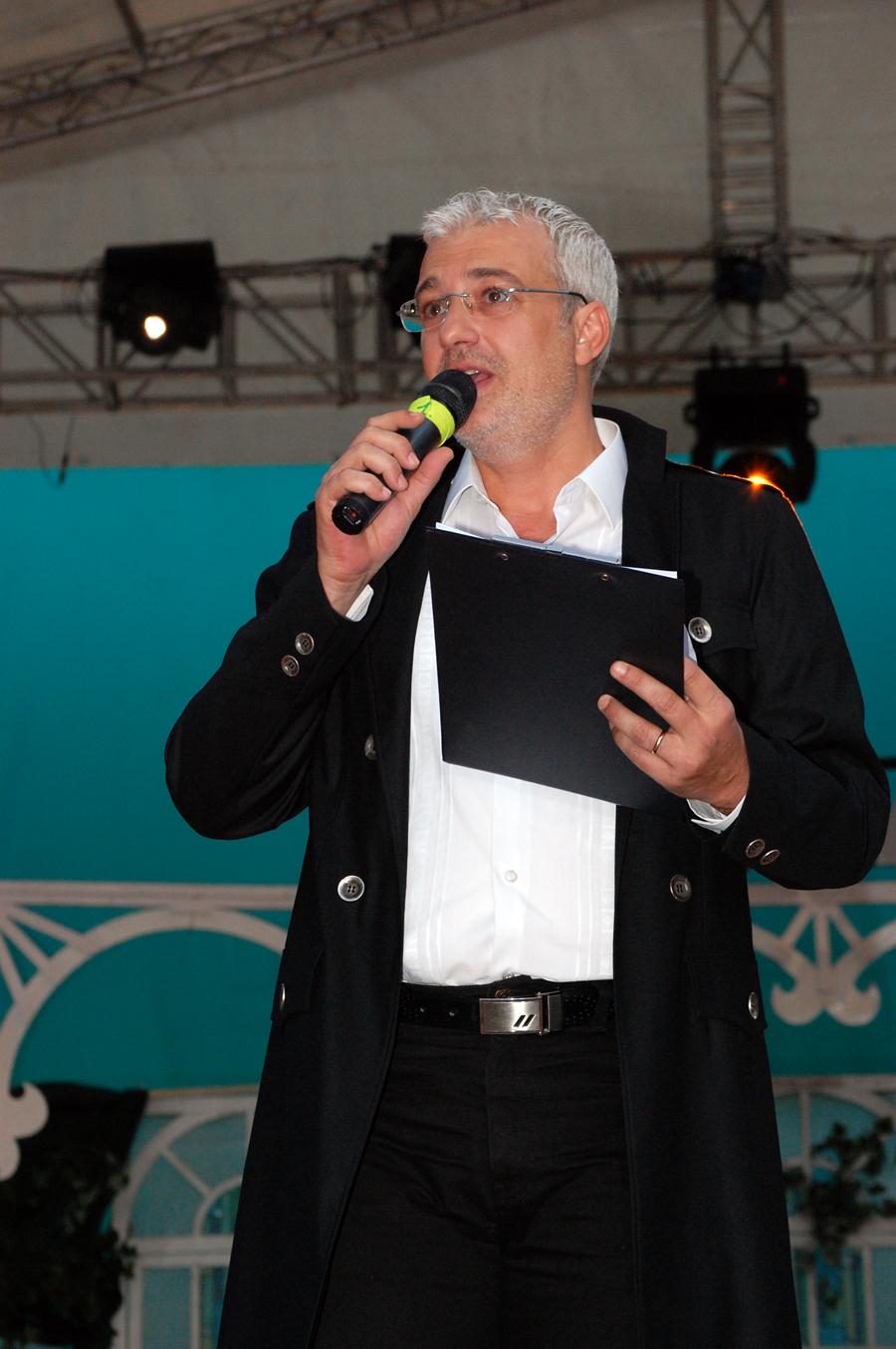 Prezentator - Catalin Crisan